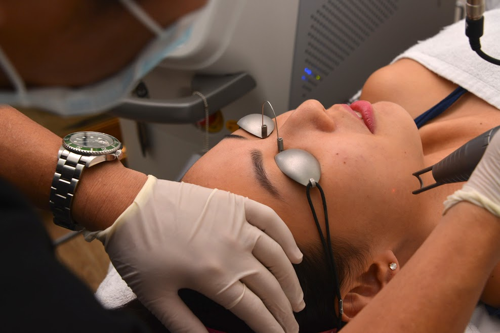 skin resurfacing ,q-switched, long-pulsed laser, Micro-Botox, jaw shaping, fraxel laser, fraxel, fraxel dual, halley medical aesthetics, dr terence tan, acne, acne scars, pigmentation, pores, brown spots, PicoSure, Picosecond, Fractional CO2, Erbium, CO2, Fractional, skin tone, even skin, tattoo removal, fine lines